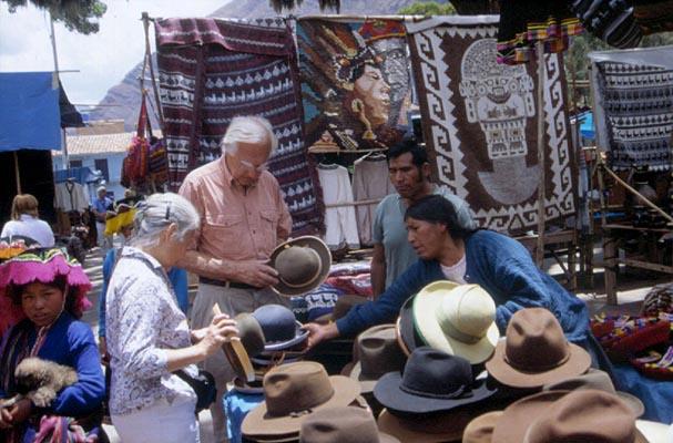 pisac indian market cusco peru